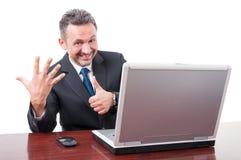 Le den stiliga chefen som ger nummer sex tecken Arkivbilder