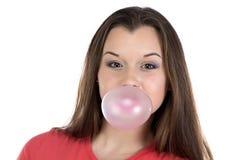 Le den tonårs- flickan och bubbelgum Royaltyfri Bild