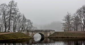 Le dernier jour du brouillard fort d'automne en 2014 Photographie stock libre de droits