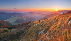 Le dernier soleil en montagne photo stock