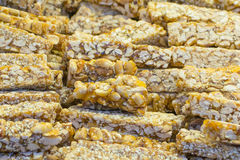 Le dessert asiatique hors des écrous et du sésame différents a servi sur le streptocoque images libres de droits