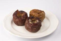 Le dessert de fruit a fait des pommes cuire au four images libres de droits