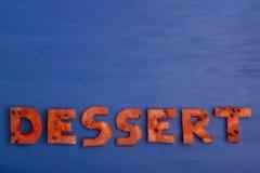 Le dessert de mot se compose des morceaux de pastèque Le concept du régime, corps nettoyant, consommation saine Image libre de droits