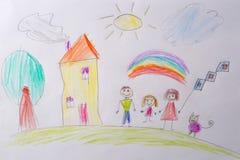 Le dessin des enfants ma famille heureuse Le concept de la psychologie de l'enfant Essai psychologique de l'utilisation d'enfant photos libres de droits
