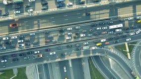 Le dessus aérien a abattu d'un embouteillage sur une intersection de route de voiture dans l'heure de pointe Image libre de droits