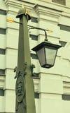 Le dessus d'une lanterne sur le pont d'Ioannovsky de Peter et de Paul Fortress Photographie stock