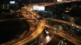 Le dessus de BANGKOK /THAILAND-May 15, d'autoroute urbaine de Bangkok et de route luttent banque de vidéos