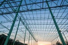 Cadre en acier de construction d'entrepôt Photographie stock libre de droits