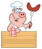 Le det kockPig Cartoon Mascot teckenet som rymmer en korv på en Bbq-gaffel över ett trätecken som ger upp en tumme stock illustrationer