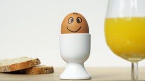 Le det roliga ägget Arkivbild