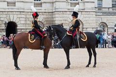 Le défilé de dispositifs protecteurs de cheval à Londres Photos stock