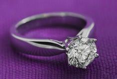 Le diamant est le rêve de chaque femme photo stock