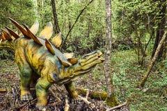 le dinosaur du découpage 3d au-dessus du chemin rendent le stegosaurus d'ombre blanc photos stock