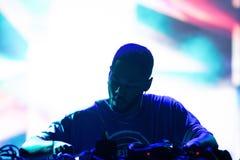 Le disc-jockey de Kaytranada exécute de concert au festival de BOBARD photo libre de droits
