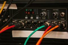 Le dispositif de mixeur son entre des prises photo libre de droits