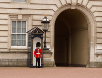 Le dispositif protecteur de la Reine de Buckingham Palace Photo stock