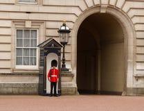 Le dispositif protecteur de la Reine de Buckingham Palace Photo stock