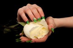 Le dita umane con l'unghia lunga manicure sul nero Fotografia Stock Libera da Diritti