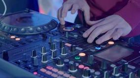 Le DJ à la réception clips vidéos