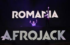 Le DJ Afrojack se mélangeant sur l'étape Image libre de droits
