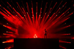 Le DJ Afrojack se mélangeant sur l'étape Photo libre de droits