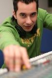 Le DJ au mélangeur embarquent Image libre de droits