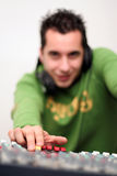 Le DJ au mélangeur embarquent Photo libre de droits