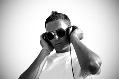 Le DJ avec des écouteurs Photos libres de droits