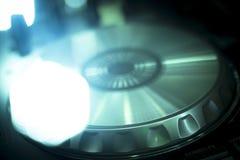 Le DJ consolent la boîte de nuit de mélange de partie de musique de maison d'Ibiza de bureau Photo stock