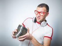 Le DJ drôle avec des Cd Images stock