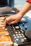 Le DJ a installé à une partie photos stock