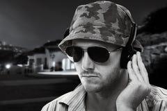 Le DJ jouant à l'extérieur Image stock