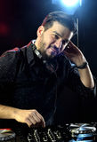 Le DJ jouant la musique Photos libres de droits