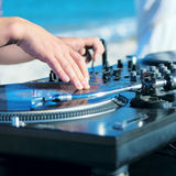 Le DJ jouant le vynil Images libres de droits