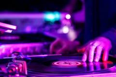 Le DJ jouent photographie stock libre de droits