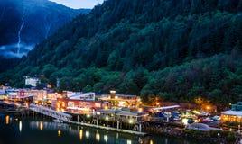 Le dock à Juneau, Alaska au crépuscule Photographie stock libre de droits