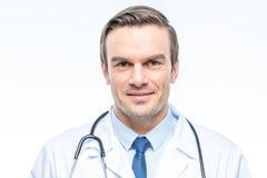 le docteur d'appareil-photo de fond a isolé sembler le blanc mâle de stéthoscope de s Photos libres de droits