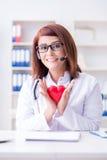 Le docteur de coeur dans le concept médical de télémédecine Images libres de droits