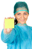 Le docteur heureux avec posent en principe dedans dans la main Photos libres de droits