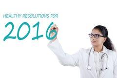 Le docteur indien écrit des résolutions saines Photographie stock