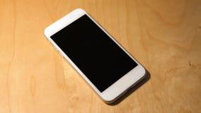 Le doigt tape un écran générique vide de Smartphone clips vidéos