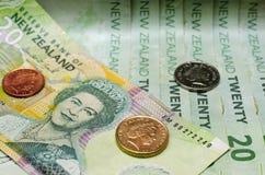 Le dollar de devise du Nouvelle-Zélande billet et monnaie l'argent Photo libre de droits
