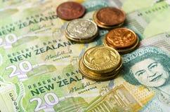 Le dollar de devise du Nouvelle-Zélande billet et monnaie l'argent Image libre de droits