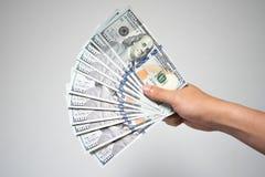 Le dollar US affiche l'argent à disposition sur le fond blanc Fermez-vous vers le haut du busi photographie stock