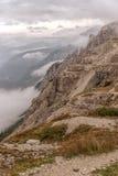 Le dolomia abbelliscono, su sopra le nuvole, sopra le rocce Fotografia Stock