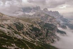 Le dolomia abbelliscono, su sopra le nuvole, sopra le rocce Immagine Stock
