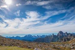 Le dolomia italiane, il Tirolo del sud e italien le alpi, il bello paesaggio della montagna in tempo di autunno Immagini Stock Libere da Diritti