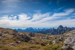 Le dolomia italiane, il Tirolo del sud e italien le alpi, il bello paesaggio della montagna in tempo di autunno Fotografie Stock