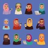 Le donne adulte di vettore arabo religioso musulmano nel hijab islamico tradizionale si vestono Ragazze arabe del fumetto sveglio illustrazione di stock