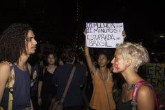 Le donne agiscono contro lo stupro di gruppo a Rio Fotografie Stock